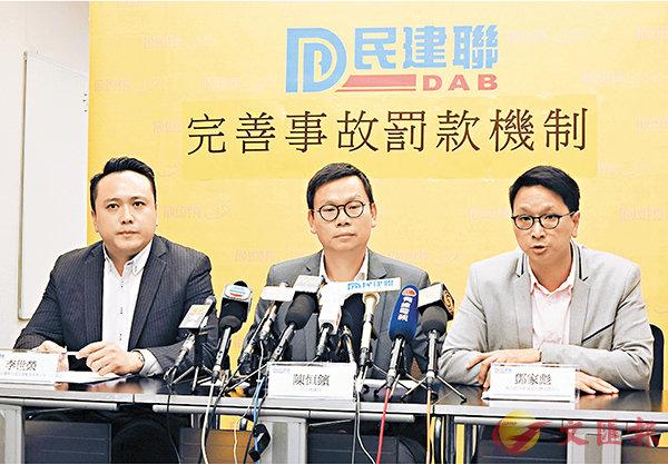 ■(左起)李世榮、陳�絔g和鄧家彪。 香港文匯報記者殷翔  攝