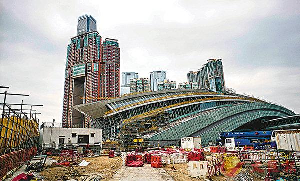 ■反對派一直聲稱廣深港高鐵香港段「一地兩檢」安排「違憲」。圖為高鐵西九龍總站地盤。 資料圖片