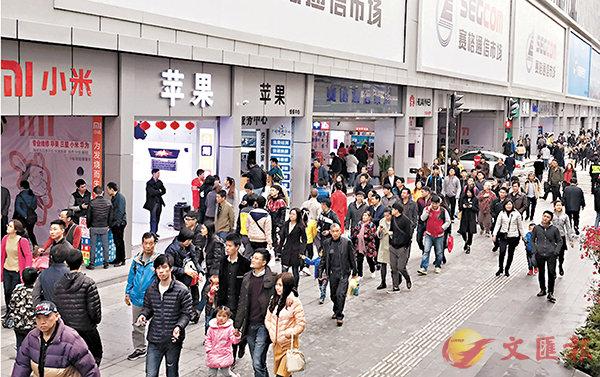 ■華強北轉型新商貿模式,再次人氣爆棚。 香港文匯報記者何花 攝