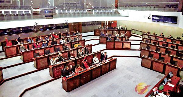 ■財委會最終在建制派全數在席議員贊成下,通過提出修改會議程序機制的議案。香港文匯報記者莫雪芝  攝