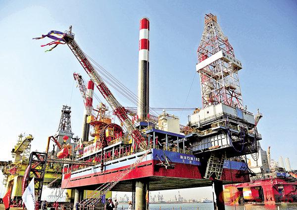 ■《報告》顯示,中國海洋科技發展迅速。圖為中國建造的首座海上移動式試採平台。 資料圖片