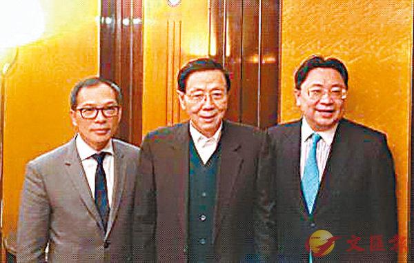 ■左起:中信國際電訊行政總裁林振輝、主席辛悅江、財務總裁陳天衛。 香港文匯報記者周曉菁 攝