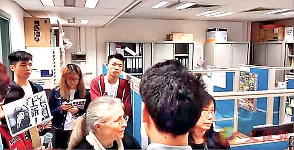 ■浸大學生在「佔領」期間爆粗辱罵教職員。 網絡視頻截圖