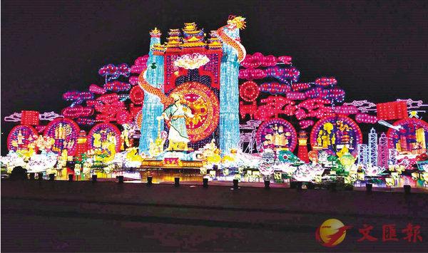 ■本屆燈光節最大燈組《盛世華章》。香港文匯報記者李陽波  攝