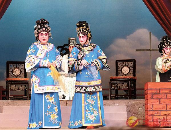 ■黎耀威和梁煒康反串分演三姑六婆。