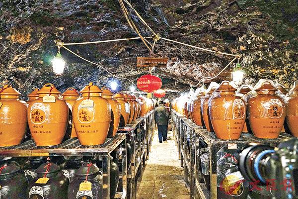 ■ 桂林千年酒窖洞藏的「私人訂製酒」。中新社