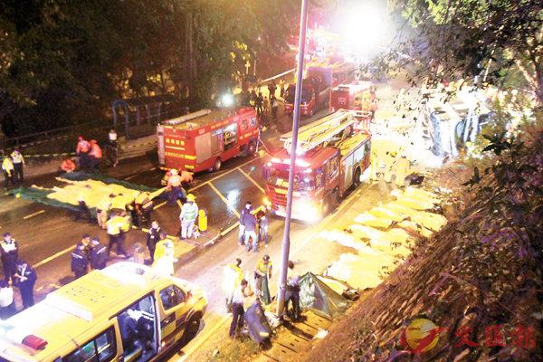 巴士翻側 18死62傷