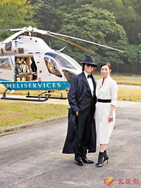 ■穿上占士邦Look的黃子華,昨天偕佘詩曼坐直升機宣傳賀歲片《棟篤特工》。