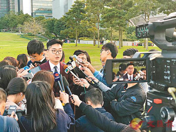 ■ 陳浩天在選舉呈請被裁定敗訴後揚言上訴。 路透社