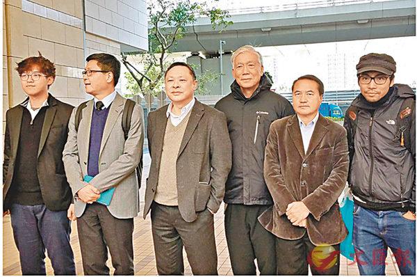 ■包括戴耀廷 (左三)等9名「佔中」搞手申撤控被駁回,將於9月進行預審。