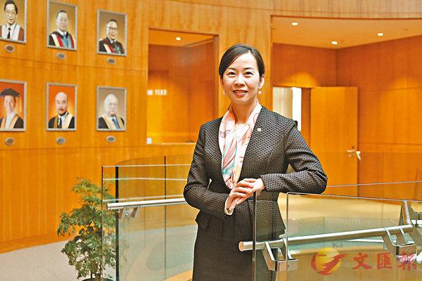 ■盧麗華認為,香港女性發展並未見難於男性,對大學來說,不論男女同事都應幫助其實現「Work & Life Balance」。香港文匯報記者曾慶威 攝