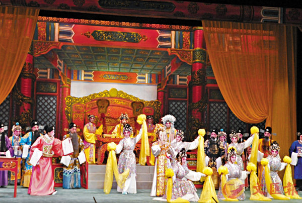 ■《錦�完洁n一劇中有大製作歌舞。