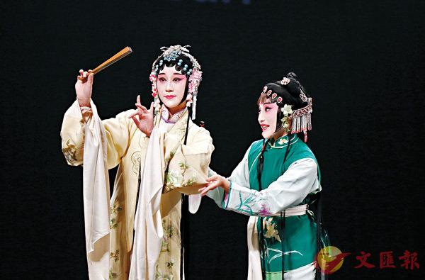 ■蘇州昆劇院演員在突尼斯城表演《牡丹亭》選段。