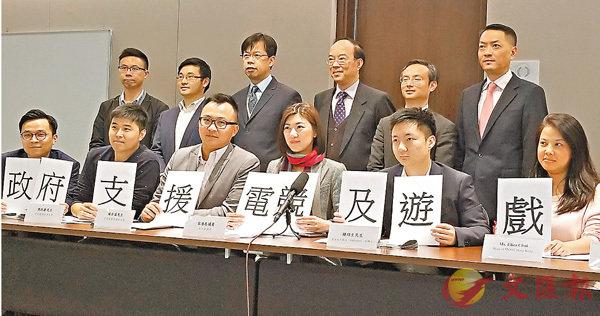 ■容海恩聯同多名電競業界人士出席記者會。