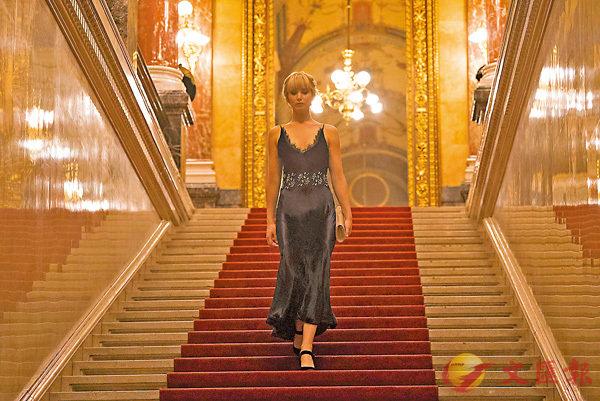 ■珍妮花羅倫絲飾演多明妮加,這角色是虛構的一位芭蕾舞蹈員。