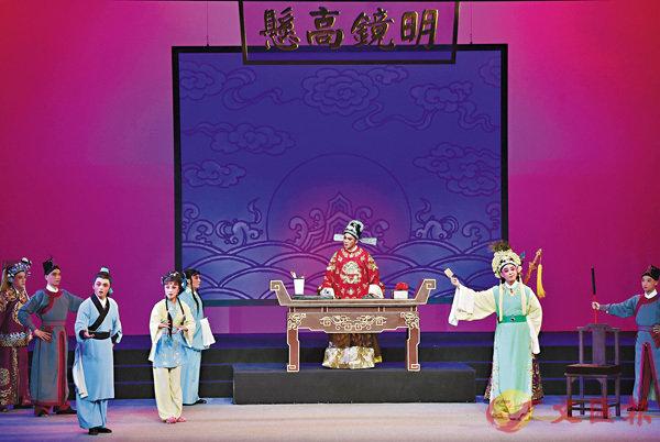 ■演員在表演閩劇《曲判記》。