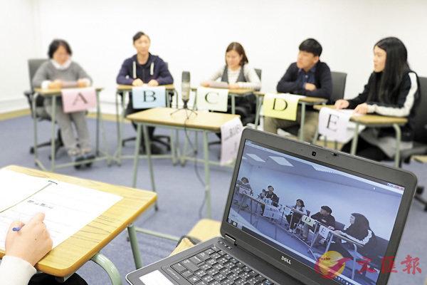 ■中文科口試下星期二開考,當中小組討論會以「ABCDE」編號作識別。 考評局網誌圖片