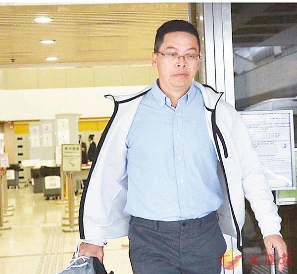 ■警司莫慶榮指暴徒向警方防線瘋狂掟磚。