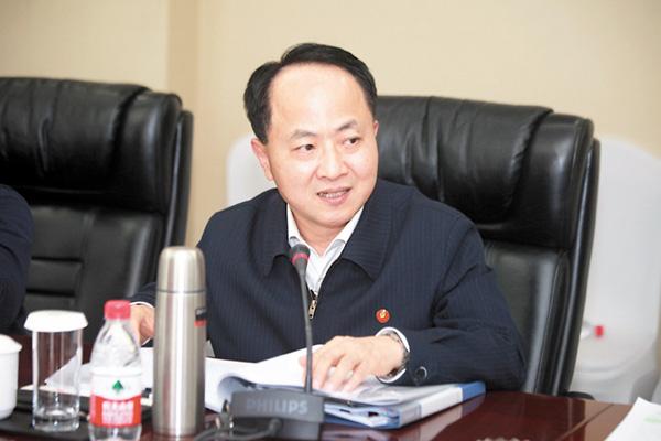 ■3月12日,香港代表團全體會議審議全國人大常委會工作報告。圖為王志民主任在會上發言。 中聯辦供圖