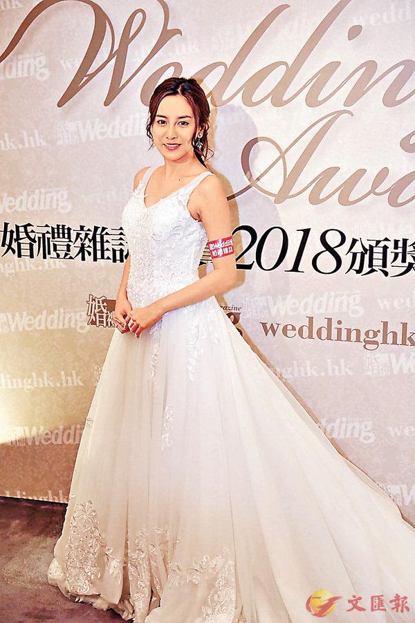 ■雨僑還有兩周多才嫁人,但她昨天已提早穿婚紗示人了。