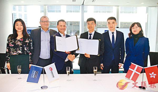 ■許戈(右三)希望透過在金融科技上的合作,增加交易量及客戶數目。右二為劉運利。香港文匯報記者莫雪芝  攝