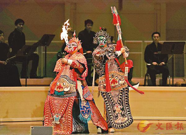 ■演員表演川劇《金山寺》。