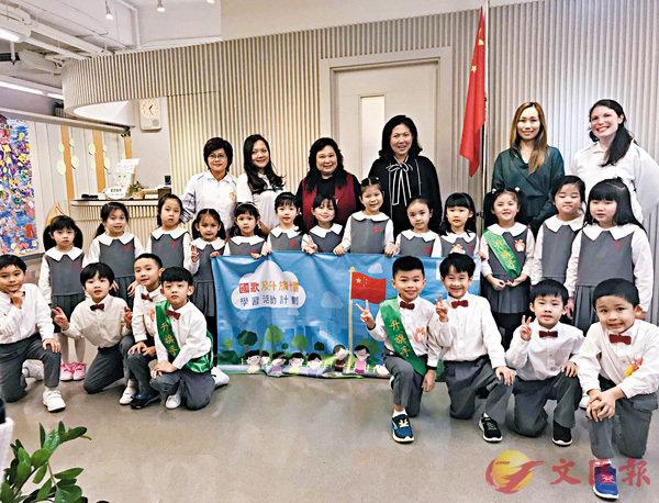 ■孔美琪與維多利亞(何文田)國際幼兒園師生合照。勵進教育中心供圖