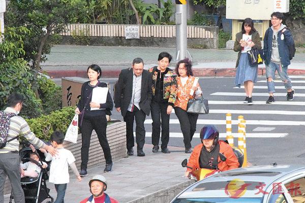 ■在會議期間,戴耀廷和劉慧卿特別與主辦論壇的台灣「獨」派組織負責人離場到附近餐廳密斟。香港文匯報記者張得民  攝