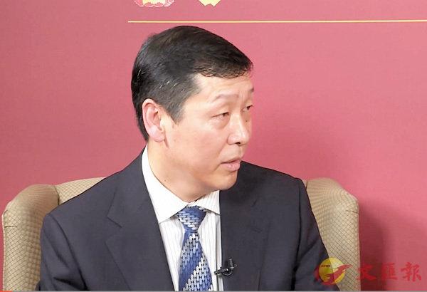 ■全國人大代表李響接受記者採訪。