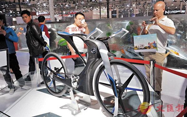 ■展會上展出的「最貴單車」,據稱價值10萬元人民幣,吸引不少觀眾的目光。