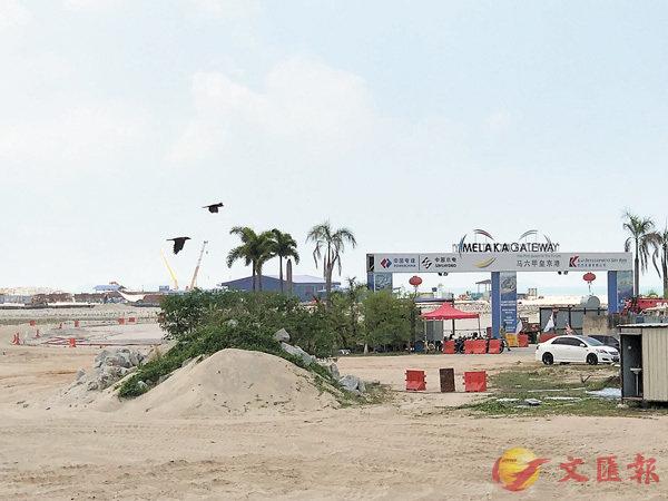 ■「皇京港」填海工程正全面鋪開,承建深水補給碼頭的中國電建集團已經奠基。 香港文匯報記者柴婧  攝