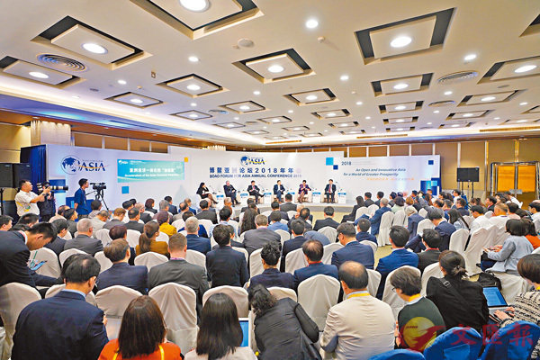 ■中美貿易戰是本屆博鰲論壇最熱的話題之一,昨天的多個分論壇均涉及了這一熱點。圖為亞洲經濟一體化的「加速器」分論壇。 新華社