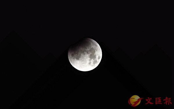 ■廣東話的「幾時」源於古文,像蘇軾就曾問「明月幾時有」。 資料圖片