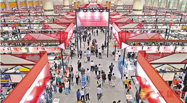 ■本屆廣交會共設展位6萬多個,境內外參展企業2.5萬多家。 新華社