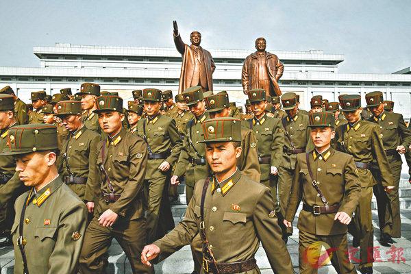 ■朝鮮士兵出席「太陽節」紀念活動。 法新社