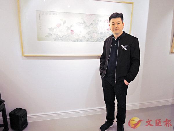 ■雖然年紀輕輕,但朱崧對繪畫亦有一番見解,而他背後的作品就是其得意之作《富貴餘韻》