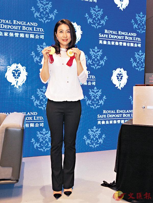 ■郭晶晶專誠把於2008北京奧運跳水單人及雙人項目的得獎金牌從北京運返港存放。