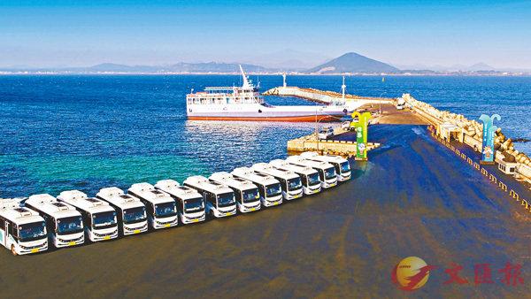 ■比亞迪20台純電巴士出口韓國。圖為交付車輛。