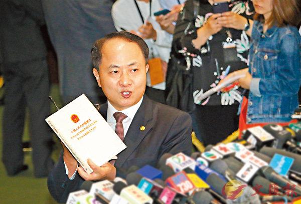 ■中聯辦主任王志民昨於午餐會後會見傳媒。 香港文匯報記者彭子文 攝