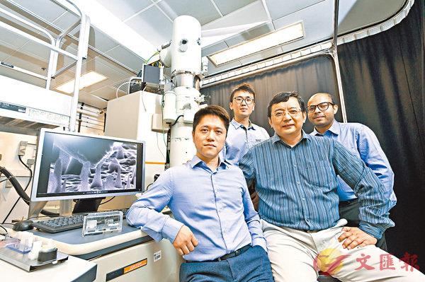 ■城大研究團隊發現納米級鑽石能夠承受極大的彈性變形。左起:陸洋、張洪題、張文軍、Amit Banerjee。城大供圖