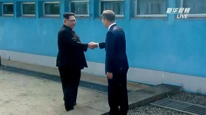 金正恩與文在寅握手會晤