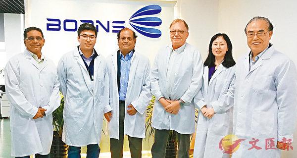 ■世界機械人專家Lars Asplund訪問「博恩思」。香港文匯報四川傳真