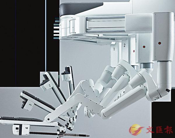■「達芬奇」手術機械人的手術臂。 直覺外科網頁截圖