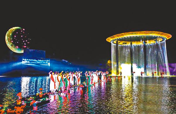 ■《尋夢牡丹亭》巨型圓環裝置投影等聲光電技術,讓觀眾身臨其境。 網上圖片