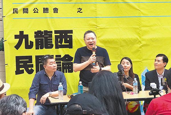 ■戴耀廷昨日在黃埔的「民間論壇」中大談「風雲計劃」,卻被與會者質疑成效。 香港文匯報記者鄭治祖  攝