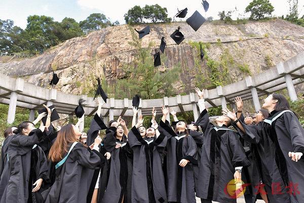 ■隨�茪j學學位增加,今時今日的大學生含金量不如昔日高。 資料圖片