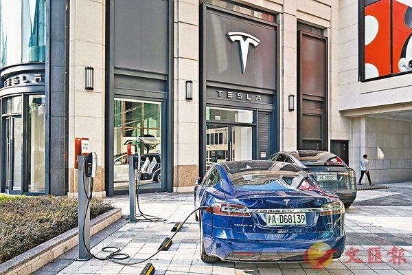 ■特斯拉朝�茼b中國生產電動汽車邁進一步,新公司經營範圍包括從事電動汽車及零件、電池、儲能設備等。 資料圖片