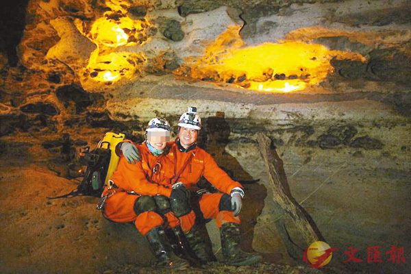 ■疑高山症死亡的林冠華(右)生前與妻子也非常熱愛運動,其facebook內盡是夫婦到不同地方攀山及野外活動的相片。 網上圖片