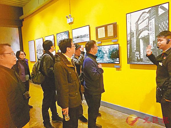 ■香港畫家參觀雲南陸軍講武堂時重溫歷史。 作者供圖