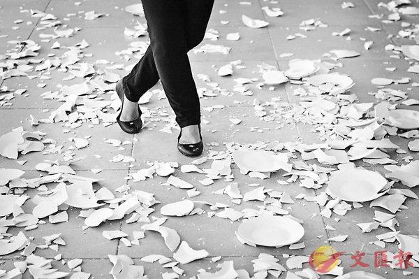 ■Butterfingers可解作笨手笨腳、經常弄跌東西。網上圖片